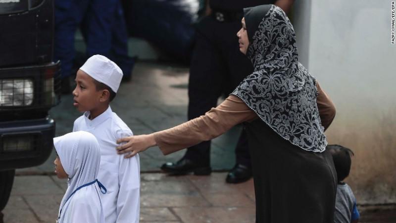 Theo cơ quan chức năng, hơn 200 đám cháy đã xảy ra tại các trường học tại Malaysia tính từ năm 2015 đến nay. Giới chức Malaysia đã lên tiếng cảnh báo vê những biện pháp an toàn tại các trường tôn giáo tư nhân sau hàng loạt vụ cháy. Cả nước Malaysia có tới 519 trường học tôn giáo có đăng ký và còn nhiều trường học tương tự đang hoạt động trên khắp đất nước đa số theo Hồi giáo nhưng không đăng ký chính thức.