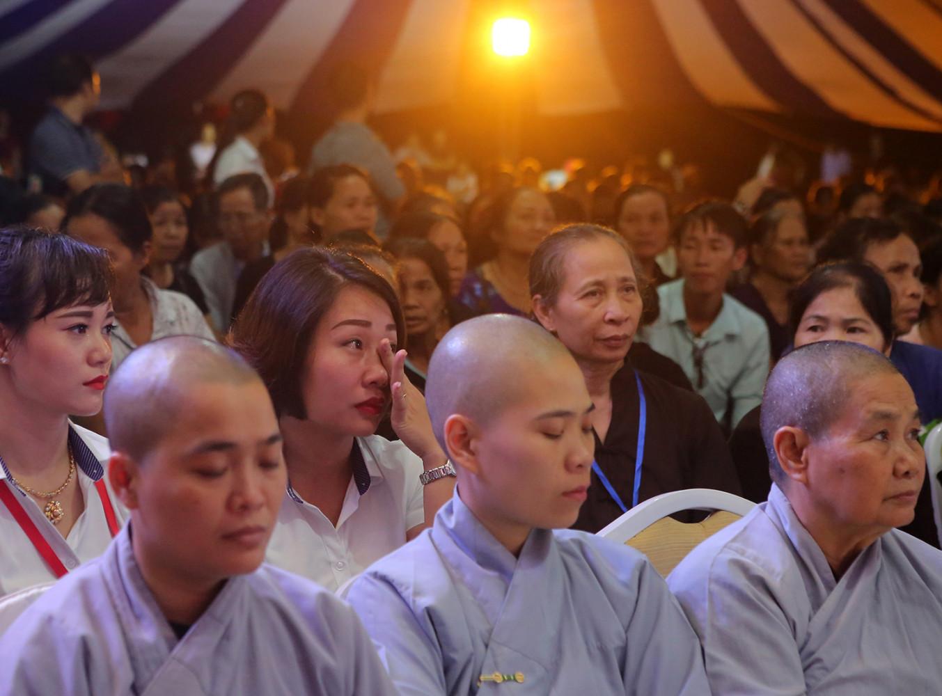 Chuyện kể của Đại đức Thích Đức Nguyên đã lay động trái tim của hơn 2 nghìn phật tử dự Lễ Vu Lan Báo hiếu tại chùa Kim Sơn Lạc Hồng.