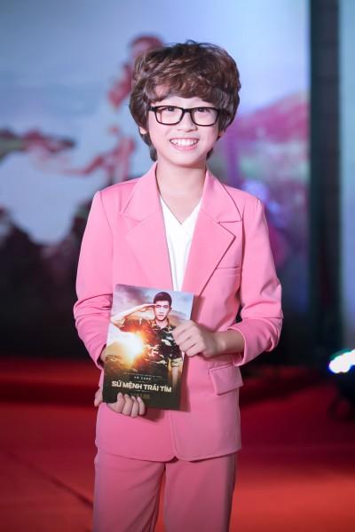 """Gia Khiêm được mời đóng phim """"Sứ mệnh trái tim"""" từ đang tham gia cuộc thi Vietnam Idol Kids 2016. Trong cuộc thi này, Gia Khiêm chiếm được cảm tình của rất nhiều fan hâm mộ bởi giọng hát trong sáng và vẻ ngoài cực kỳ dễ thương. Cậu được gọi là """"soái ca nhí"""" từ cuộc thi."""