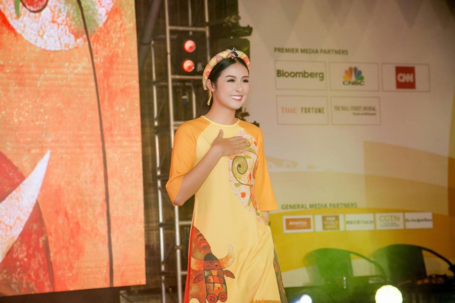 Nhiều vị khách quốc tế còn khen ngợi trang phục áo dài do Ngọc Hân thiết kế rất ấn tượng và mang hồn Việt.