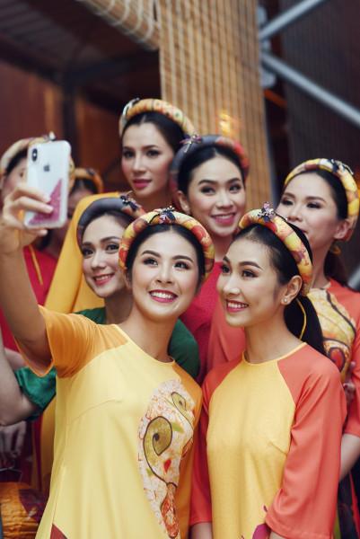 Ngoài Kiều Vỹ, tham gia trình diễn bộ sưu tập của Ngọc Hân còn có dàn người mẫu Đà Nẵng