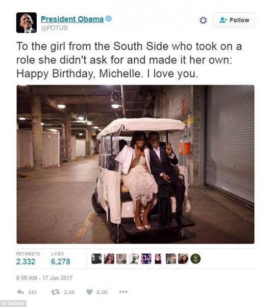 Đi kèm với lời chúc ngọt ngào, ông Obama còn đăng ảnh hai vợ chồng ngồi sau một chiếc xe golf. Bà Michelle mặc váy trắng, vẫy tay chào còn ông mặc vest đen, giơ ngón tay tạo hình chữ V. Đó là ảnh hai vợ chồng ông ở hậu trường lễ nhậm chức tổng thống Mỹ vào 20/1/2009. Bức ảnh do nhiếp ảnh gia Nhà Trắng Pete Souza chụp, thể hiện được mối quan hệ tốt đẹp của cặp vợ chồng chính trị gia.