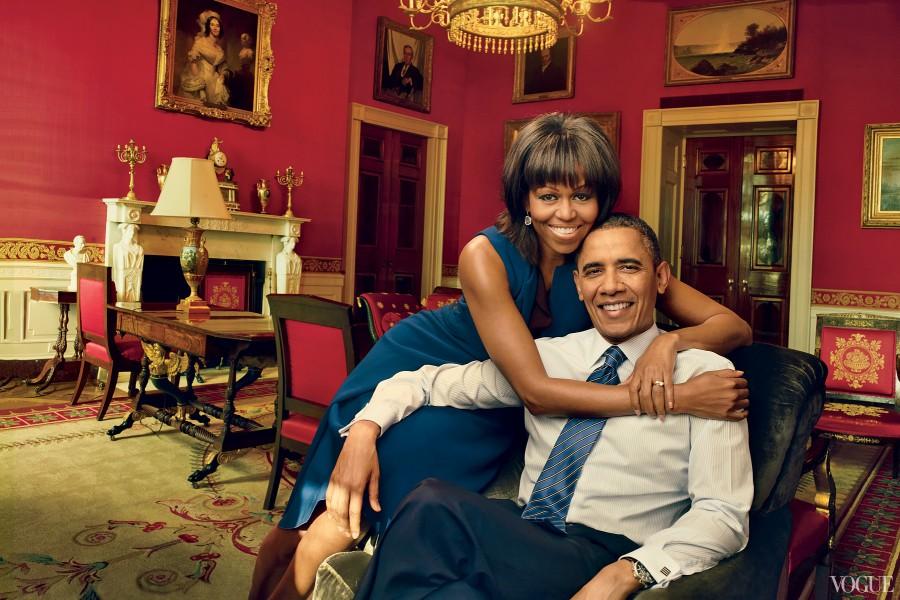 Tình yêu và sức mạnh của cặp đôi Barack - Michelle Obama được cho là đã truyền cảm hứng mạnh mẽ trong nhiều năm qua. Suốt 8 năm qua trên cương vị là ông chủ Nhà Trắng, ông Obama luôn dành cho vợ những cử chỉ thân mật. Tổng thống Obama được biết đến là một người không ngại bày tỏ tình cảm với vợ ở nơi công cộng.