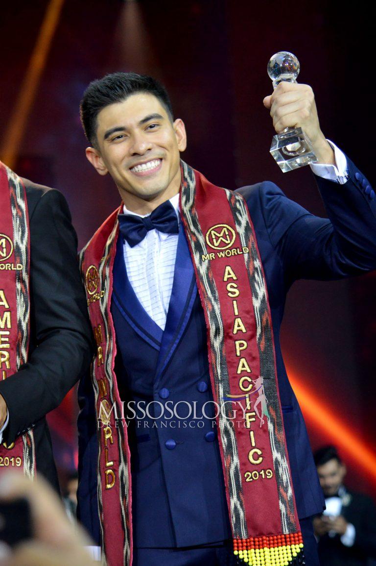 Thí sinh JB Saliba của nước chủ nhà Philippines vào Top 12 chung cuộc. Anh cũng gây bất ngờ khi vượt qua nhiều ứng viên nổi bật trong khu vực như đại diện Nhật Bản, Thái Lan, Lebanon để giành giải phụ Nam vương châu Á - Thái Bình Dương