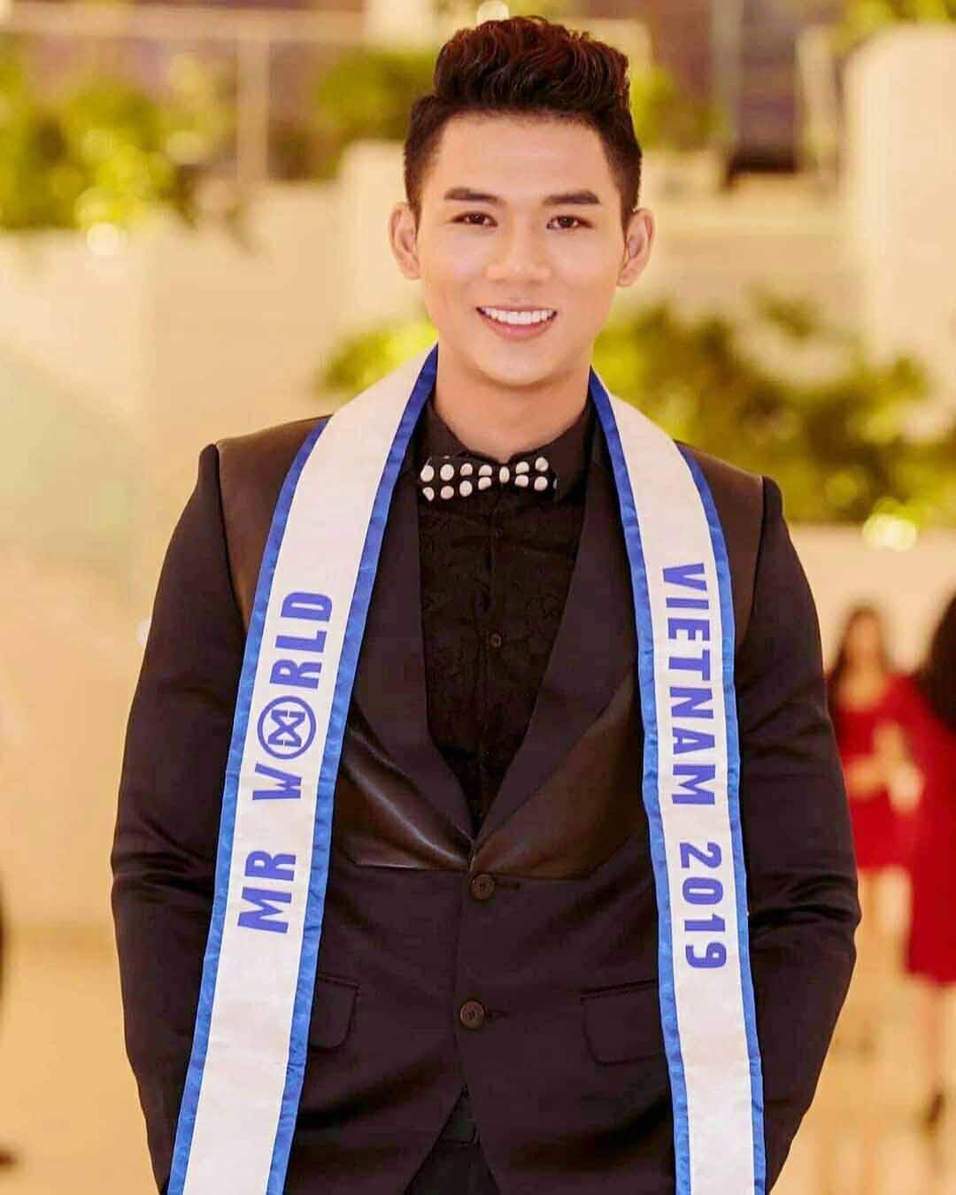Năm nay Việt Nam không có đại diện tại Nam vương Thế giới - Mr World do thí sinh Trần Công Hậu đến phút cuối đã bỏ cuộc vì vướng lịch thi học kỳ tại Trường Đại học tài chính Makerting (TPHCM).