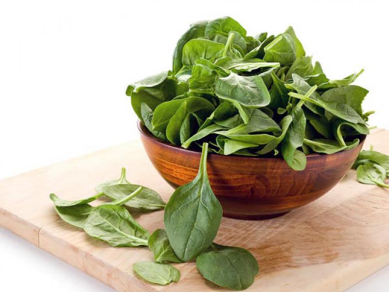 Một bát rau chân vịt được biết có chứa khoảng 157 mg magiê. Nó chiếm khoảng 40% lượng magiê cơ thể cần hàng ngày. Ăn rau chân vịt giúp ngăn ngừa các cơn đau tim và đột quỵ.