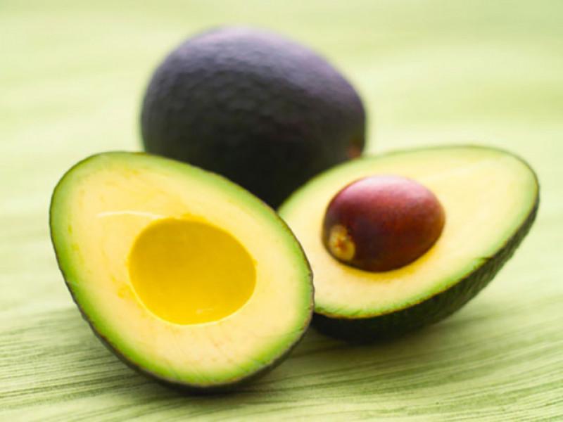 Bơ: Chúng chứa magiê, vitamin tổng hợp, các chất dinh dưỡng cho sức khoẻ của tim cũng như các hợp chất ngăn ngừa bệnh tật. Thêm một quả bơ lát vào salat của bạn sẽ giúp bạn có được gần 15% lượng magiê cần thiết mỗi ngày.