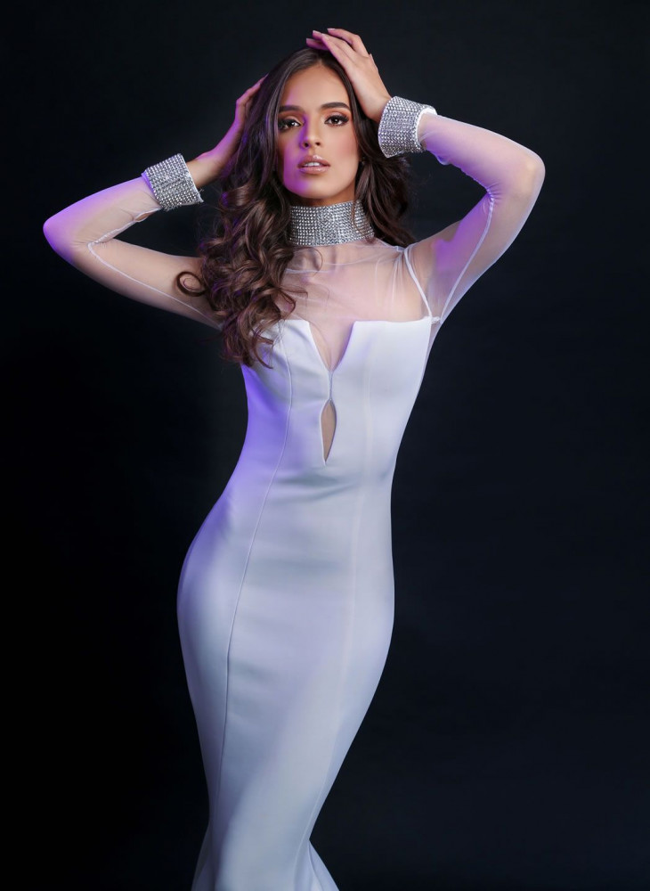 Vanessa Ponce năm nay 26 tuổi. Cô hiện làm người mẫu kiêm dẫn chương trình truyền hình ở Mexico