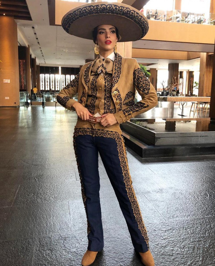 Vanessa Ponce trong trang phục dân tộc dự thi Hoa hậu Thế giới 2018
