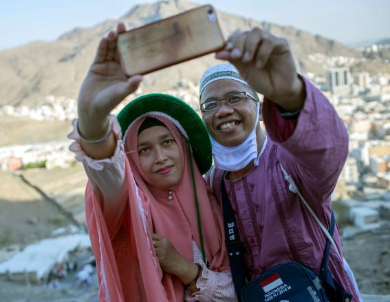 Cuộc hành hương Hajj của người Hồi giáo là hành trình trở về thánh địa Mecca, Saudi Arabia, nơi được xem là cái nôi của tôn giáo này. Cuộc hành hương lớn nhất thế giới này diễn ra trong 5 ngày, từ ngày 19/8 đến hết ngày 24/8. Lễ hành hương Hajj là một trong 5 trụ cột của đạo Hồi, bao gồm tôn sùng tuyệt đối Thánh Allah; cầu nguyện mỗi ngày 5 lần; làm bố thí; tuân thủ mọi điều cấm kị trong tháng lễ Ramadan; hành hương về Thánh địa Mecca là một nghĩa vụ tôn giáo mà mỗi tín đồ Hồi giáo phải thực hiện ít nhất 1 lần trong đời.