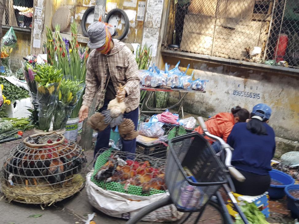 Từ chiều ngày 1 Tết, các chợ sẽ mở cửa trở lại, nên người dân cũng không tích trữ nhiều rau
