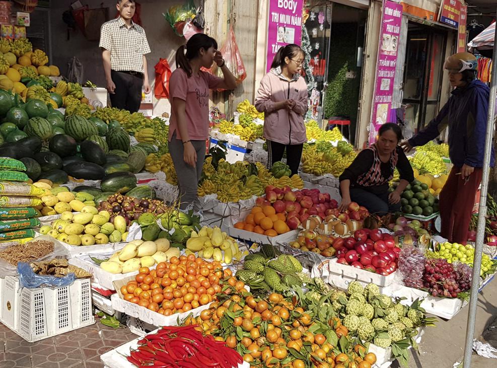 Các loại trái cây khác cũng phong phú, đa dạng, với mức giá tương đương ngày thường