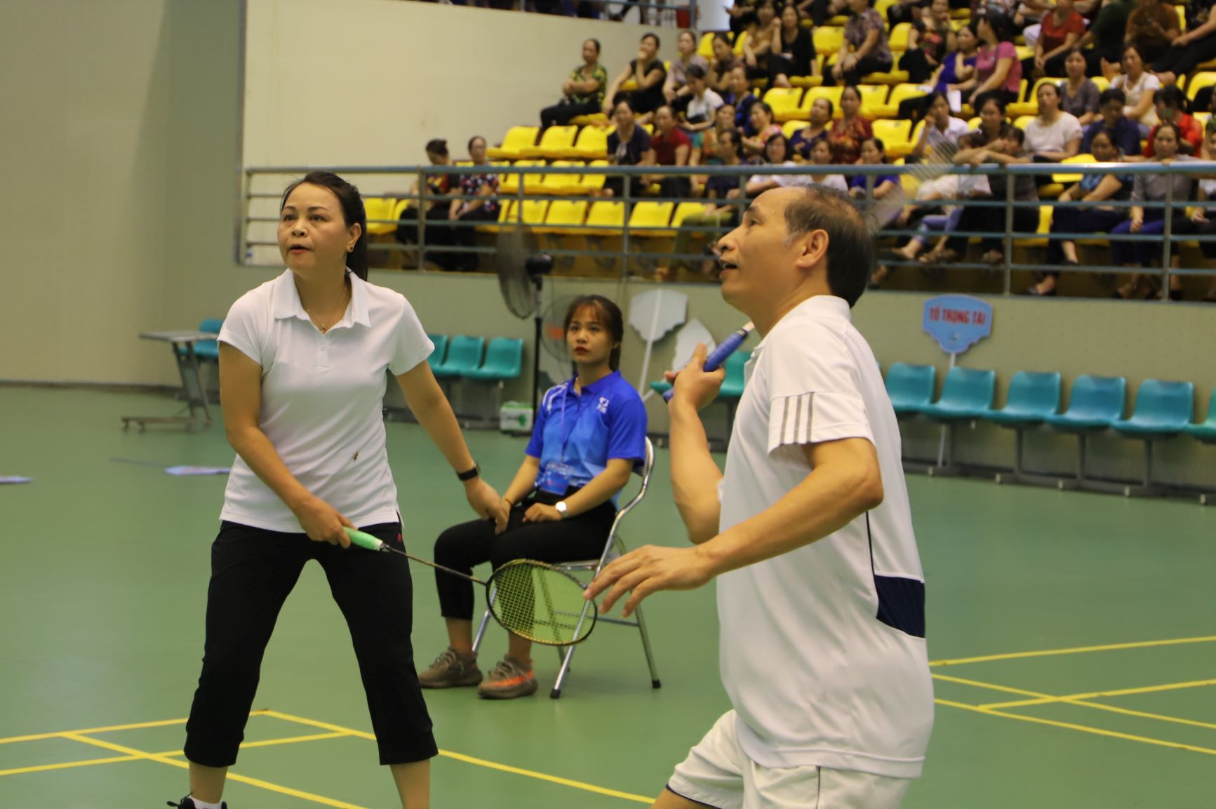 Trong khi đó, vận động viên Nguyễn Thị Thu Hà cũng có nhiều pha phối hợp cầu ăn ý với đồng đội của mình.
