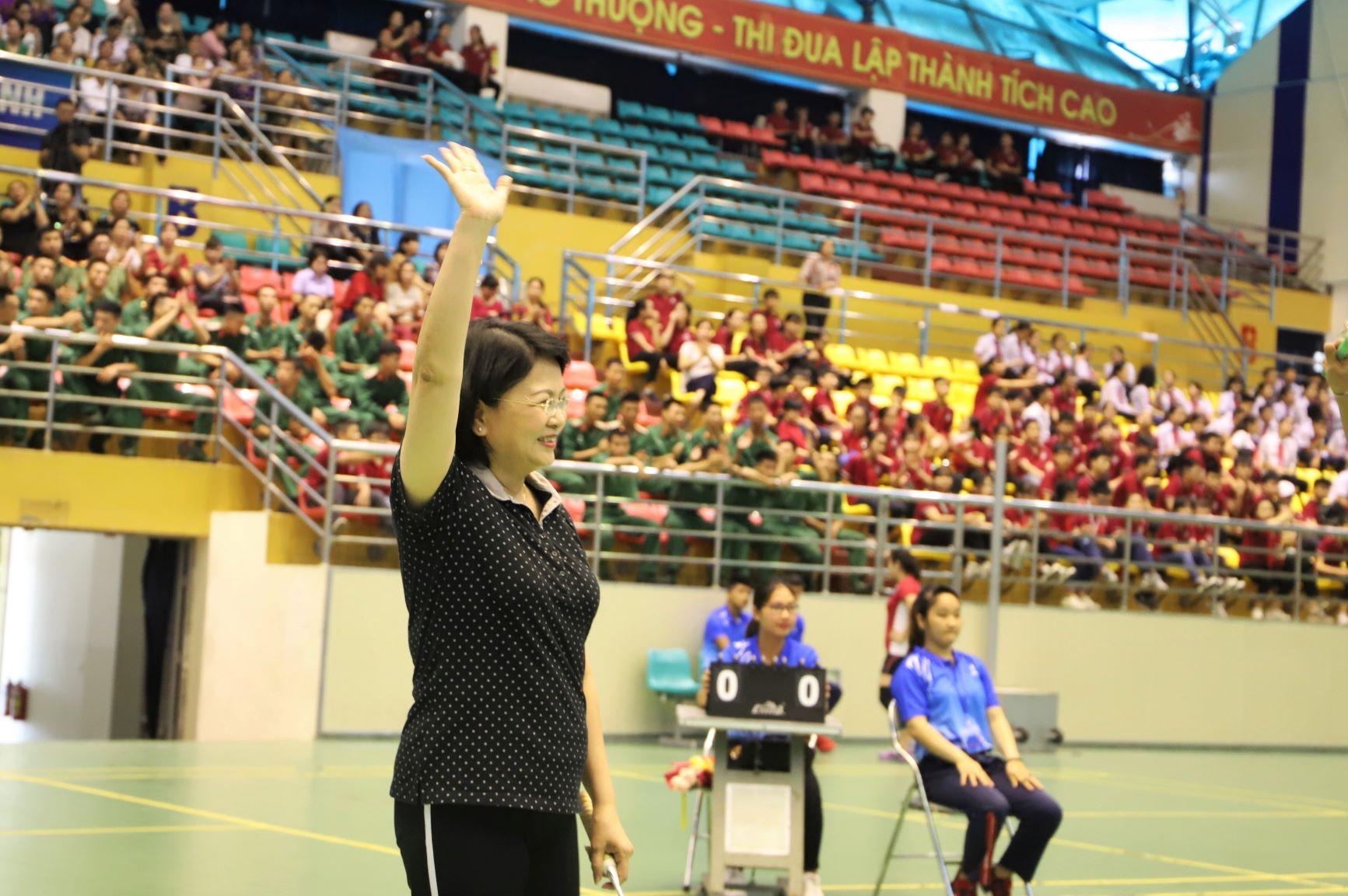Nụ cười thân thiện của Phó Chủ tịch nước Đặng Thị Ngọc Thịnh để lại nhiều dấu ấn cho người tham dự tại buổi Liên hoan sáng nay, truyền thêm cảm hứng cho phụ nữ tham gia tích cực hơn vào phong trào thể thao nâng cao sức khỏe