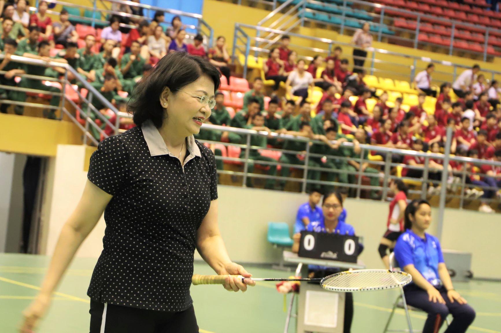 Phó Chủ tịch nước Đặng Thị Ngọc Thịnh trông khỏe khắn, năng động khi thi đấu cầu lông.