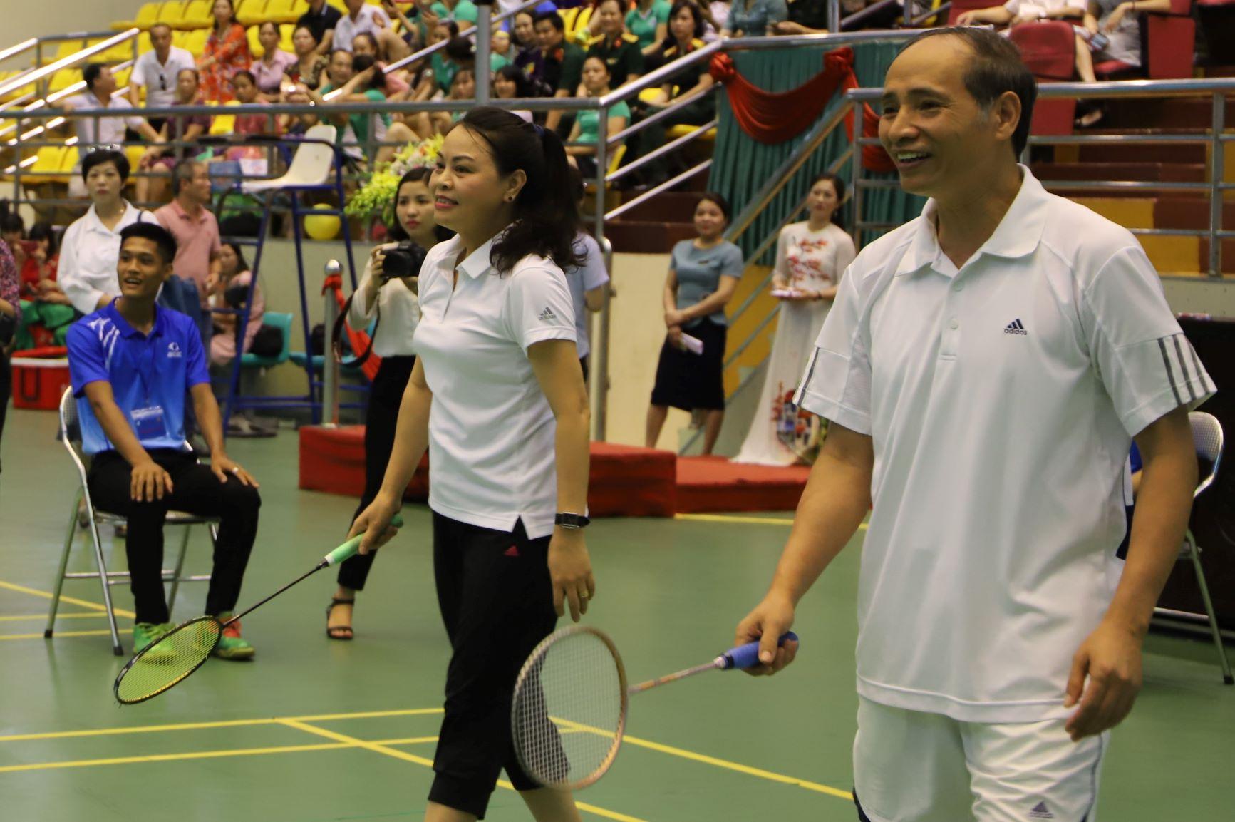 ... thi đấu cùng cặp đôi vận động viên Nguyễn Thị Thu Hà - Chủ tịch Hội LHPNVN - và vận động viên Nguyễn Hữu Thành - Phó Chủ tịch UBND tỉnh Bắc Ninh.