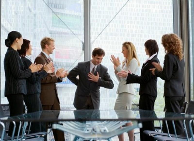 Kẻ nịnh hót: 45% trong số chúng ta có một người bạn toàn nói những lời khen với ý không tốt.