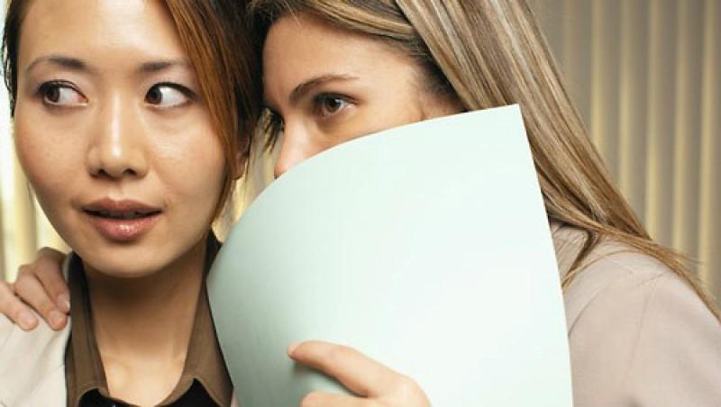 'Tổ buôn': Theo Forbes, 27% trong số chúng ta có một người bạn luôn bật mí mọi bí mật họ biết mà chẳng cần biết đó là bí mật của ai.