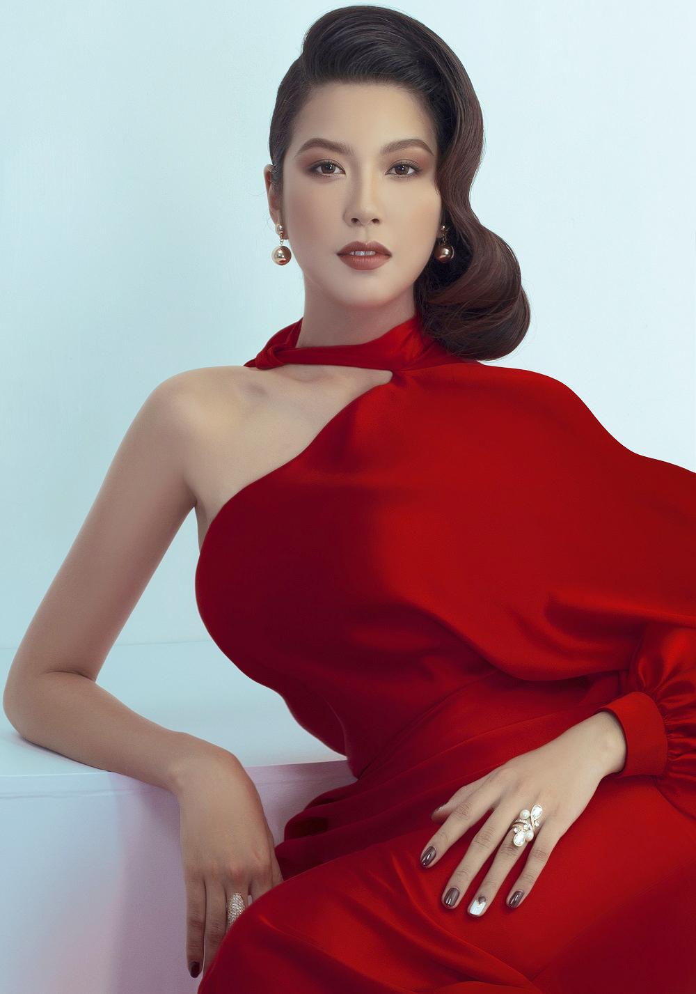 Phạm Hồng Thúy Vân sinh năm 1993, đến từ TPHCM, với chiều cao 1,72m, nặng 54kg, số đo 82-60-90cm