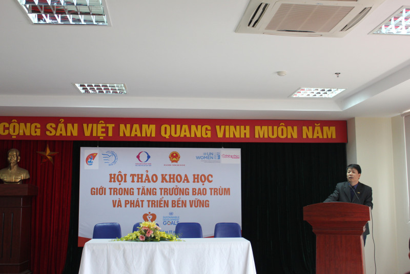 """Tại hội thảo, Giám đốc Học viện Trần Quang Tiến đánh giá cao sáng kiến tổ chức hội thảo của Khoa Giới và Phát triển. Theo ông Tiến, hội thảo nhằm nâng cao nhận thức về phòng chống bạo lực trên cơ sở giới nhằm thúc đẩy phát triển bền vững tại Việt Nam, hưởng ứng Tháng hành động quốc gia vì Bình đẳng giới và Phòng chống bạo lực trên cơ sở giới với chủ đề năm 2017 là """"Chung tay chấm dứt bạo lực đối với phụ nữ và trẻ em gái"""" từ 15/11 đến 15/12."""