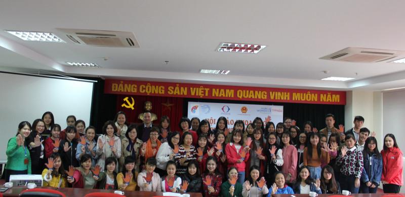 Theo bà Nga, ngoài Ngôi nhà bình yên hỗ trợ toàn diện cho phụ nữ và trẻ em là nạn nhân của bạo lực gia đình và bị mua bán trở về, Hội Liên hiệp Phụ nữ Việt Nam còn có hơn 35.000 địa chỉ tin cậy tại cộng đồng để hỗ trợ kịp thời các nạn nhân bị bạo lực.