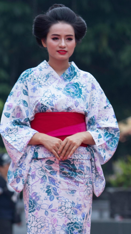 Người đẹp Mai Hương