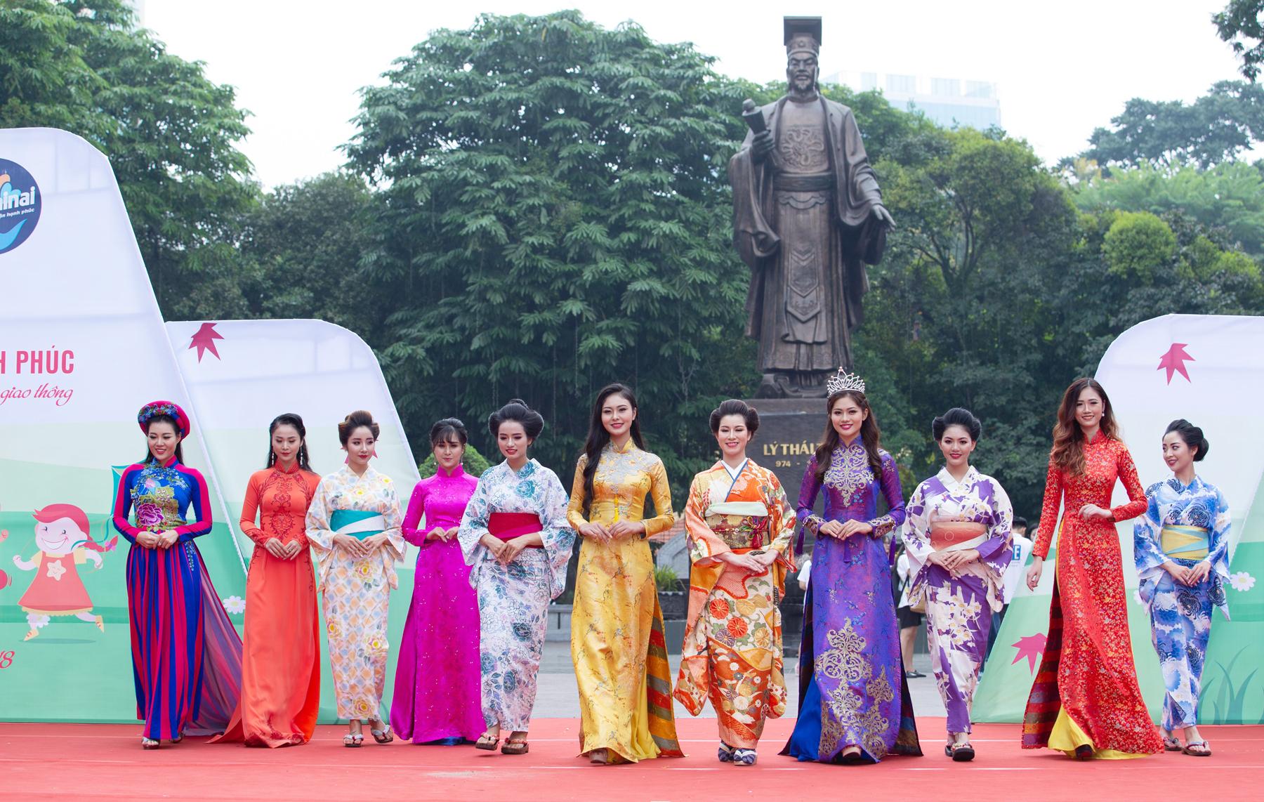Dàn người mẫu, hoa khôi, diễn viên cùng tôn vẻ đẹp trang phục truyền thống của 2 đất nước Việt Nam và Nhật Bản