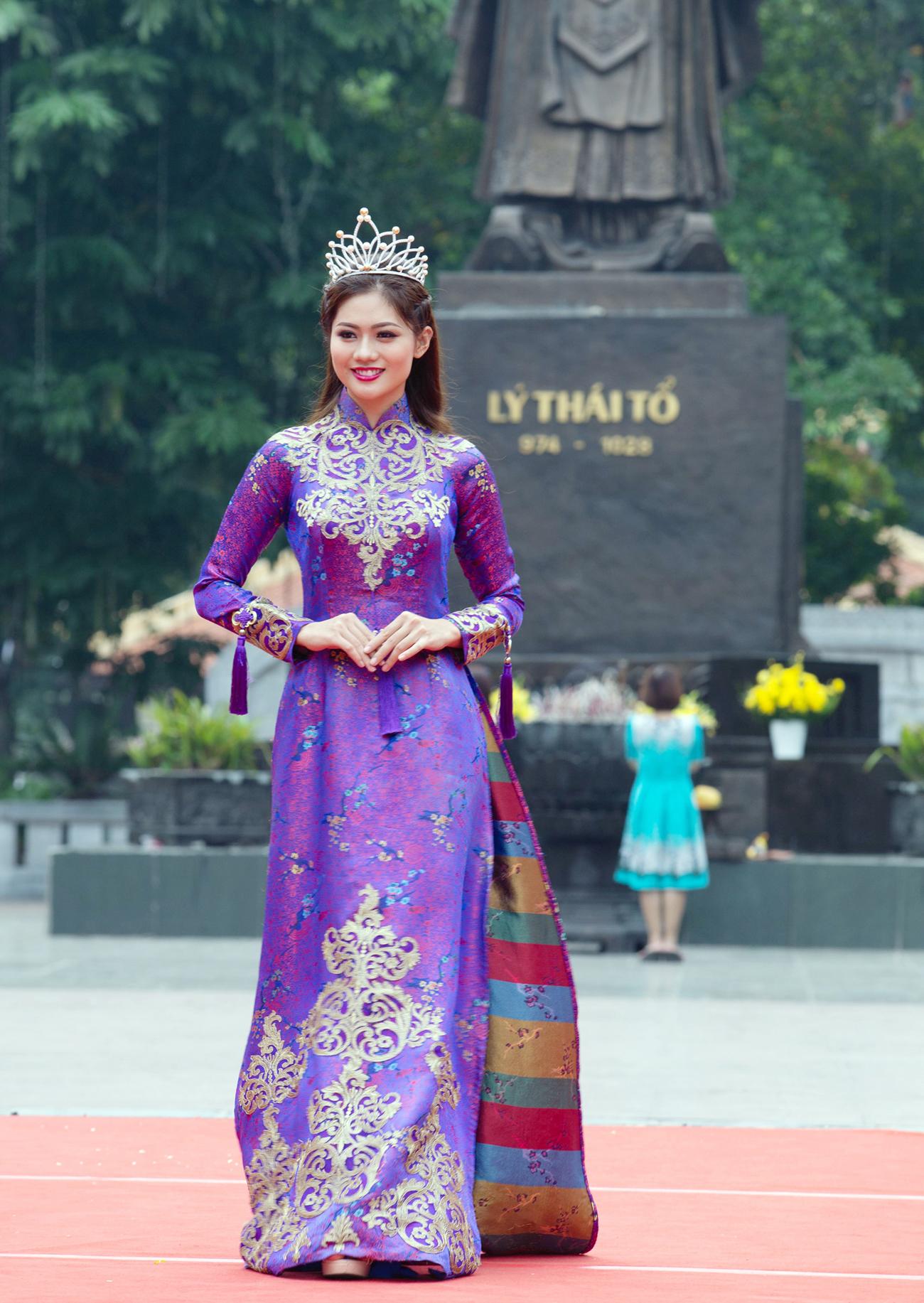 Trong vai trò Đại sứ Chương trình Mottainai 2018, Hoa khôi Vũ Hương Giang không chỉ tham gia cuộc thi chạy Mottainai Run mà còn trình diễn áo dài trong màn thời trang Giao lưu văn hóa Việt - Nhật.