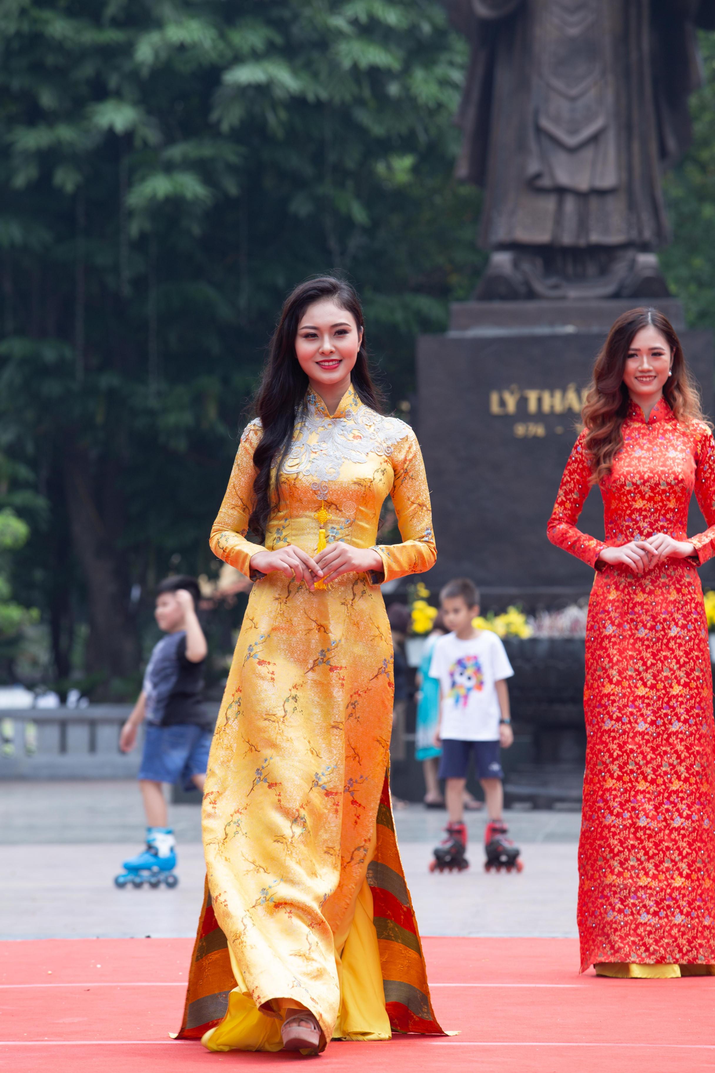 Á khôi 1 Miss Photo 2017 Hoàng Thị Bích Ngọc cũng tham gia chương trình