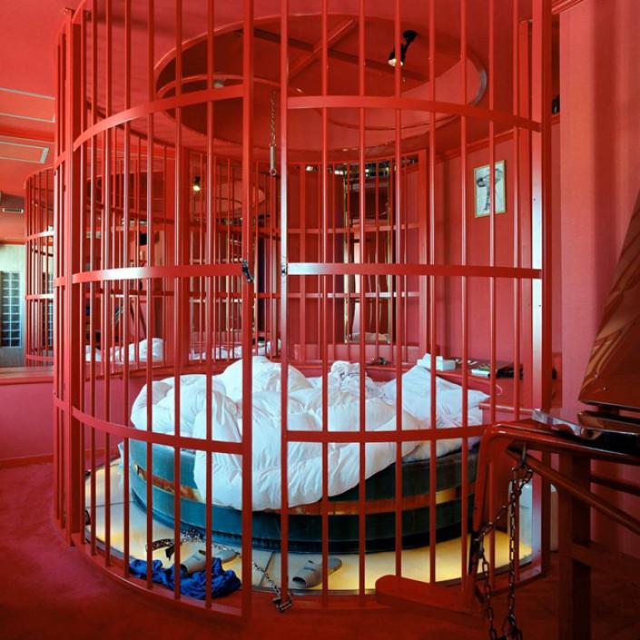 1-Xuất hiện từ rất sớm và phát triển bền vững: Khách sạn tình dục từ lâu đã trở thành một trong những nét riêng của xứ sở hoa anh đào Nhật Bản. Loại hình khách sạn này từng được thành lập từ thời kỳ Edo (1600-1868), là nơi làm việc của các geisha. Giờ đây, chúng là nơi phục vụ cho những khách hàng có nhu cầu quan hệ...