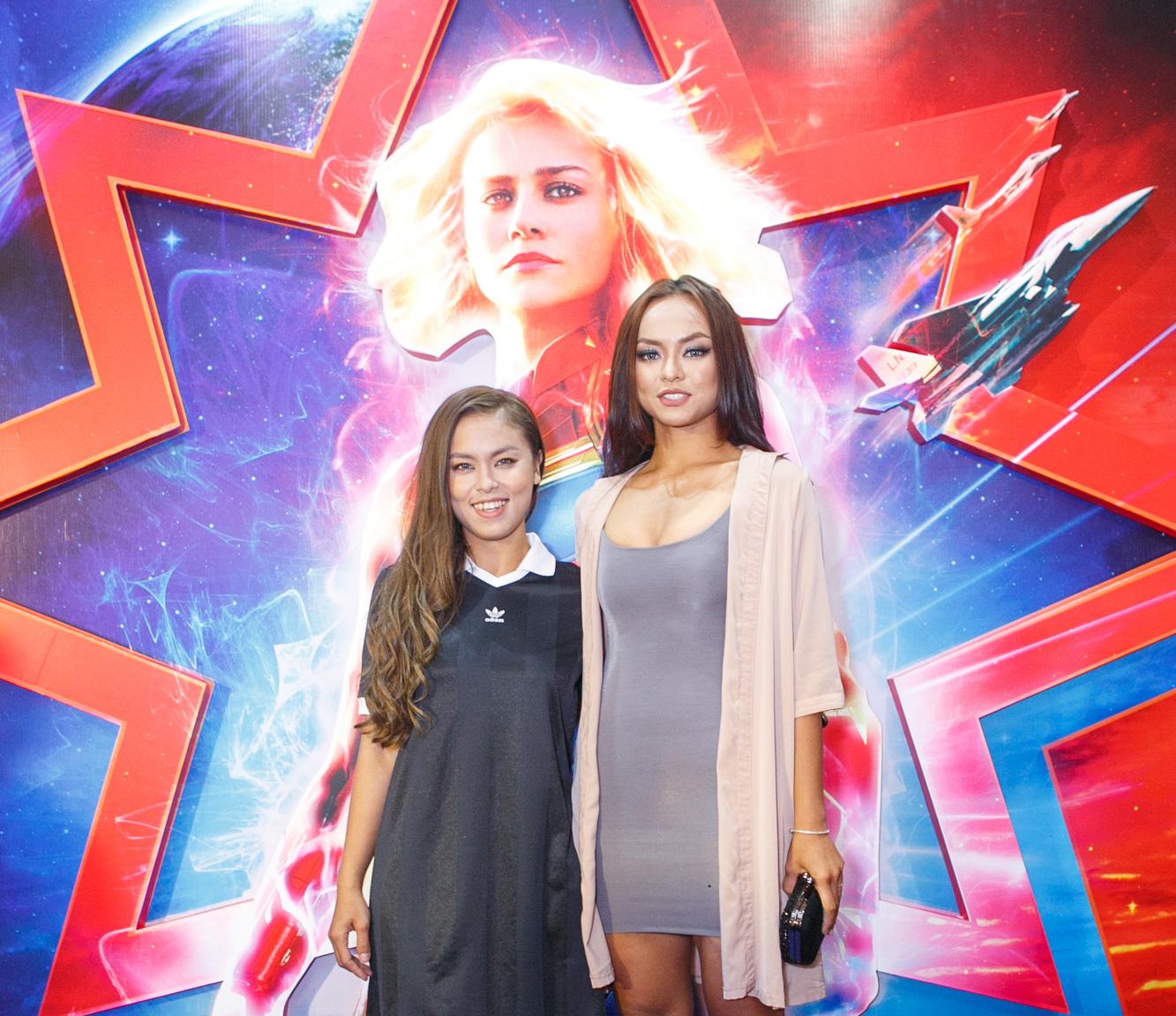 Người mẫu Mai Ngô (phải) tái xuất trên thảm đỏ