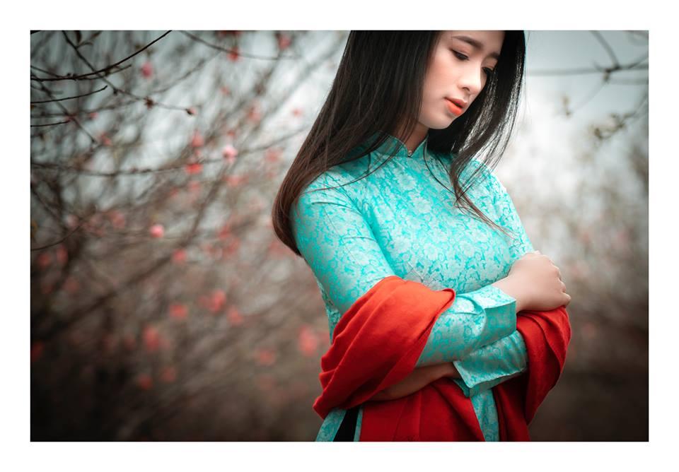 Vốn là Người đẹp Áo dài TPHCM nên Nguyễn Thạch Thảo rất yêu tà áo truyền thống của phụ nữ Việt Nam