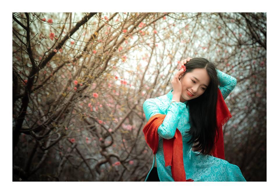 Top 10 Miss Photo 2017 Nguyễn Thạch Thảo e ấp trong áo dài cùng hoa đào miền Bắc