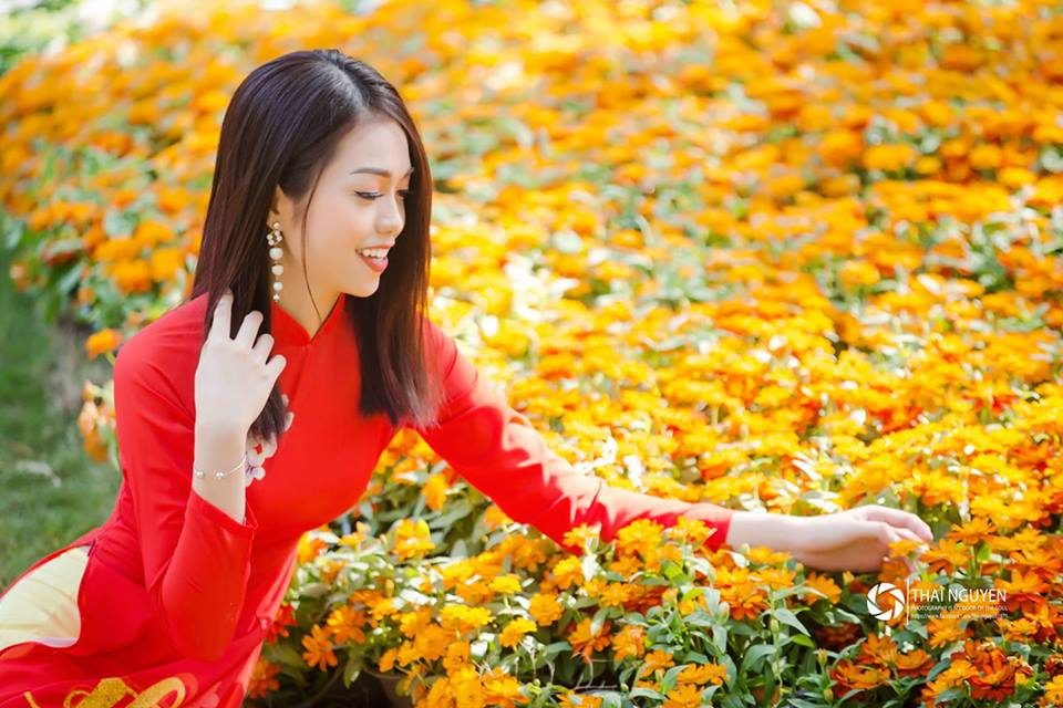 Top 10 Miss Photo 2017 Dương Ngọc Diễm Thanh rực rỡ bên hoa xuân