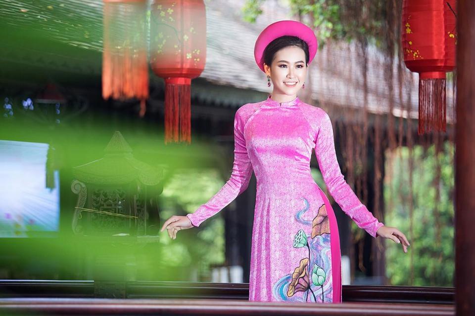Á khôi Miss Photo 2017 Trần Đình Thạch Thảo rạng ngời cùng áo dài hồng