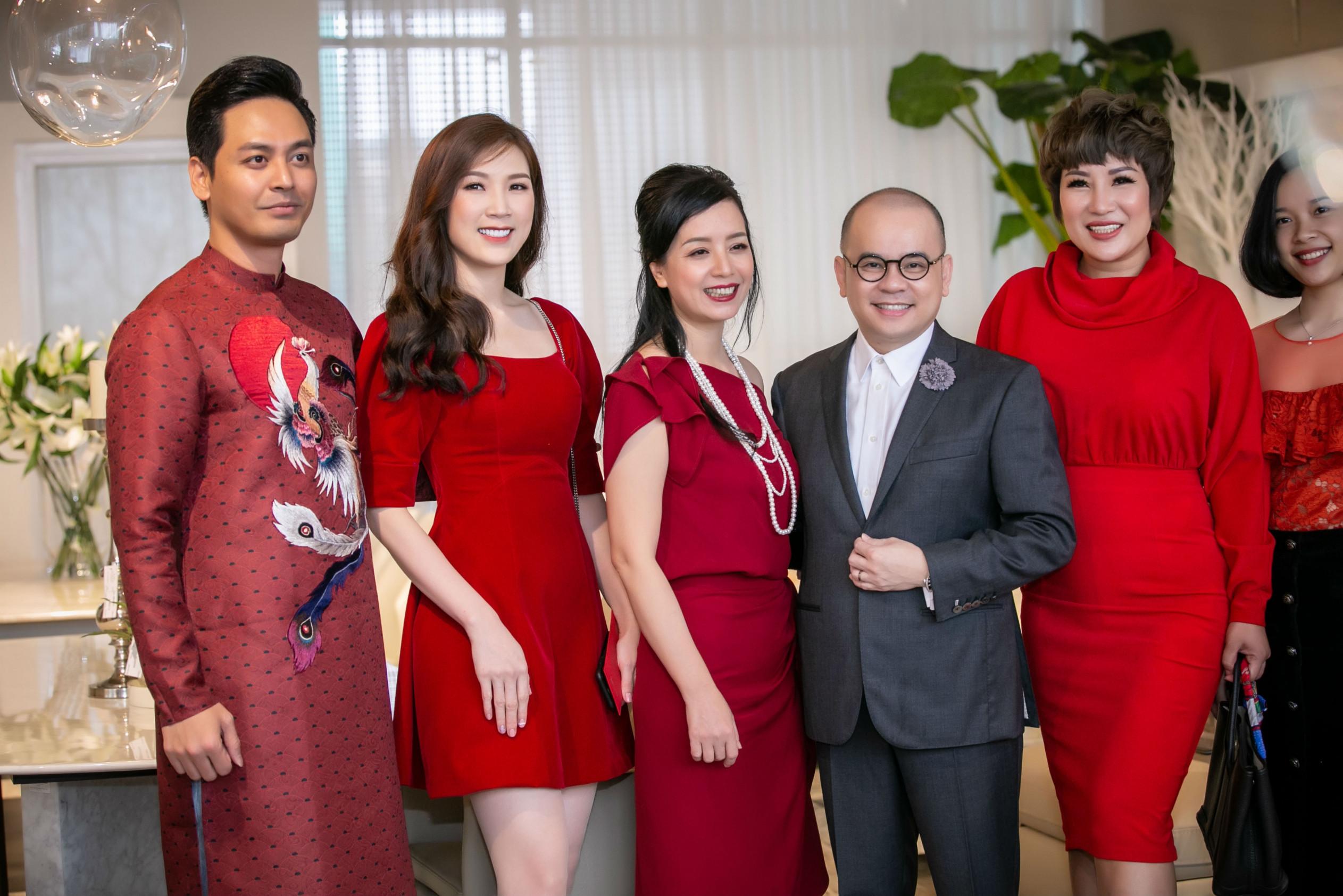MC Phan Anh, Hoa hậu Áo dài 2018 Phí Thùy Linh, diễn viên Chiều Xuân cũng đến chúc mừng sự kiện