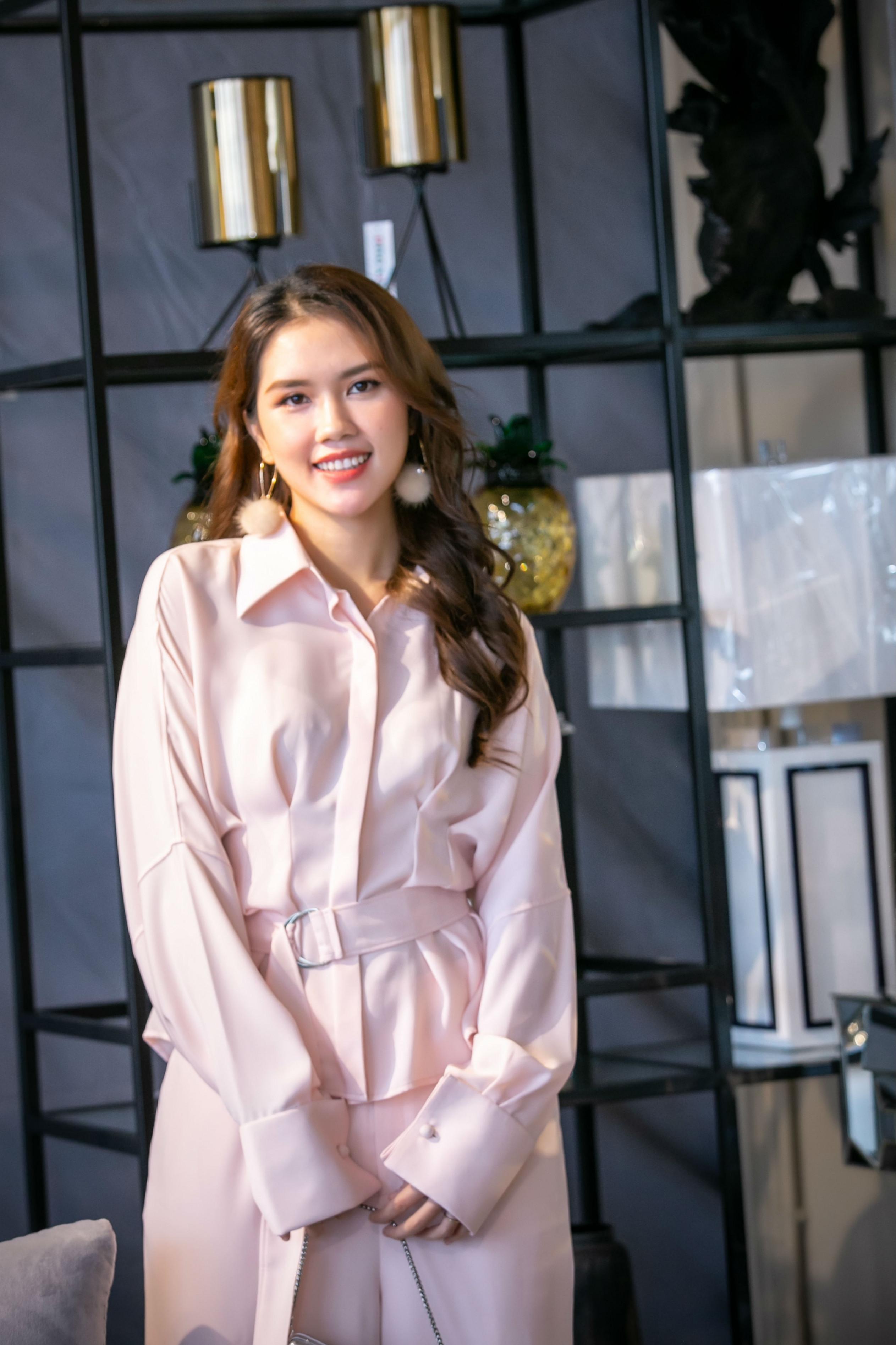 Người đẹp Thùy Dương - Top 10 Hoa hậu Việt Nam 2010, vợ của diễn viên Minh Tiệp.