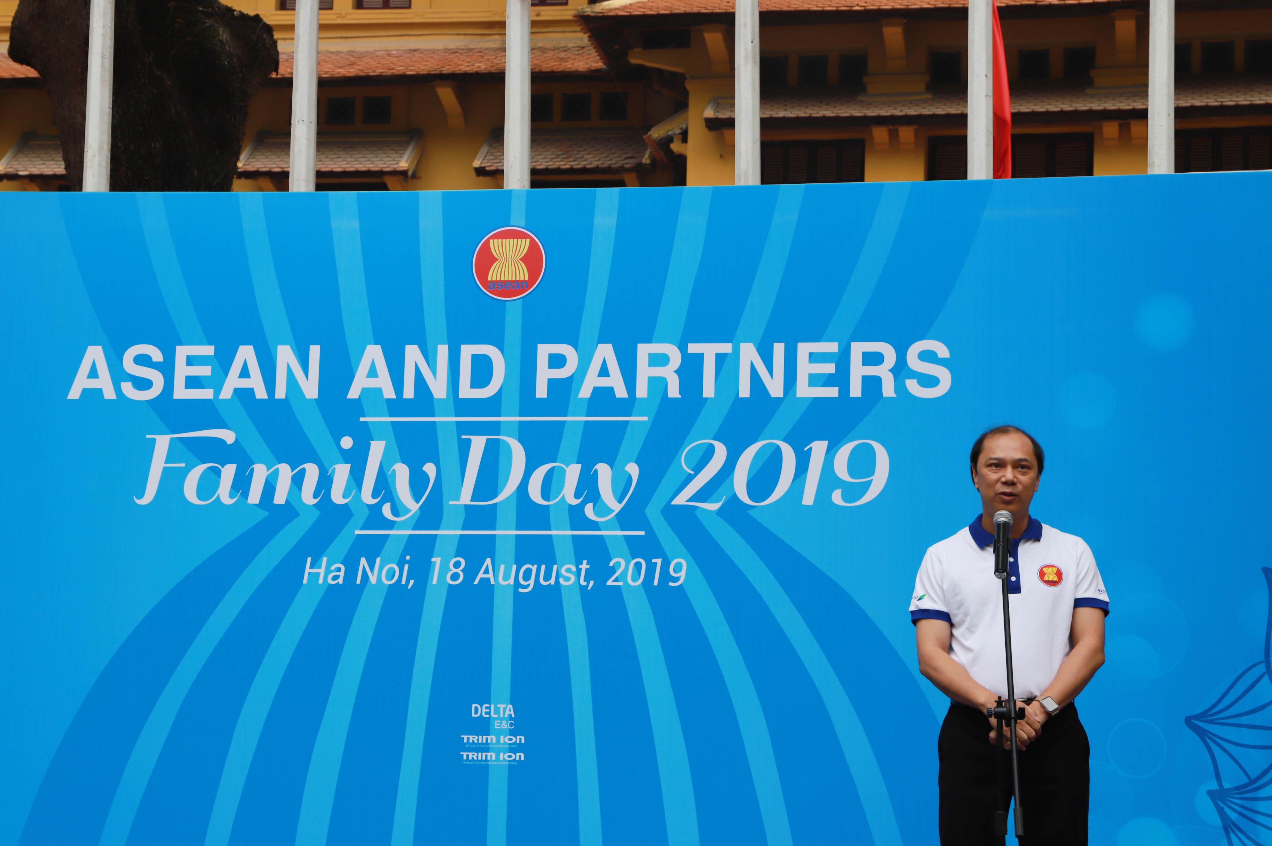 Phát biểu khai mạc sự kiện, Thứ trưởng Bộ Ngoại giao Nguyễn Quốc Dũng đánh giá cao sáng kiến và nỗ lực của AWCH tổ chức Ngày Gia đình ASEAN, hoạt động có ý nghĩa kỷ niệm 52 năm thành lập Hiệp hội.