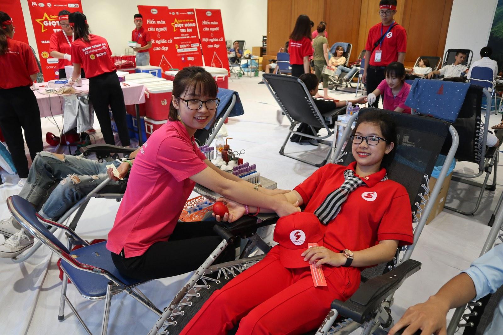 """Đây là lần thứ 6 Điệp đi hiến máu. Hiện cô đang học năm thứ 2 trường Cao đẳng Y tế Đắk Lắk. """"Em cảm thấy rất hạnh phúc khi góp một phần nhỏ bé của mình giúp ích cho cộng đồng, dù chỉ là một giọt máu cho đi là mang đến điều quý giá với bệnh nhân. Sau này em sẽ hiến máu nhiều lần nữa, cứ đủ thời gian và sức khỏe hiến máu là em đi hiến"""", cô chia sẻ."""