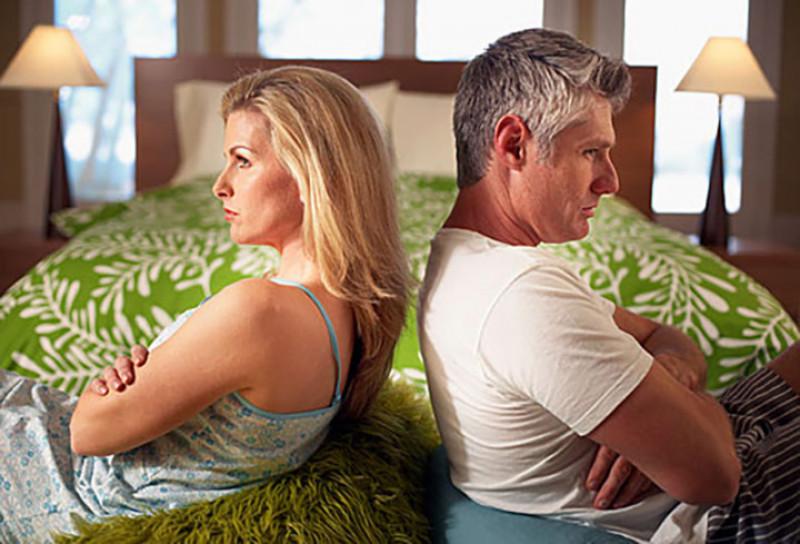 Tức giận có thể làm hỏng sự lãng mạn trong phòng ngủ, cho dù sự tức giận của bạn là hướng vào người bạn đời hay không. Thể hiện sự giận dữ bất thường có thể gây ra những vấn đề về hiệu suất trong phòng ngủ.