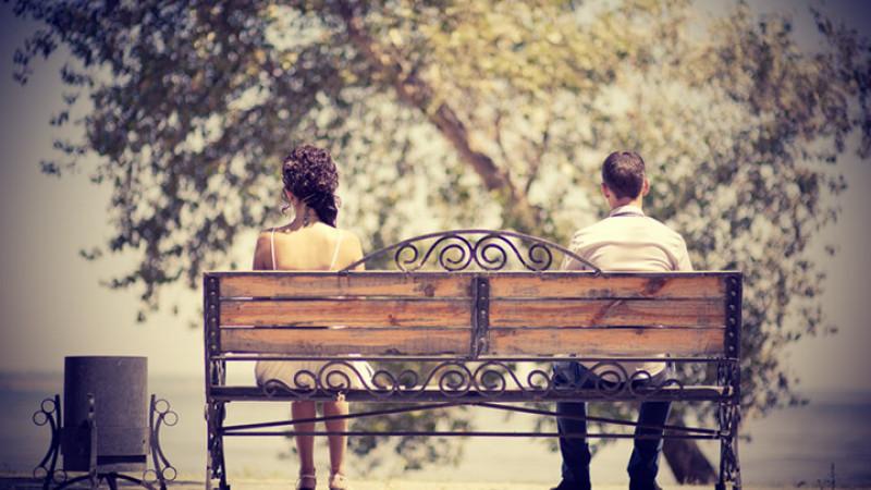 3.Tình yêu là tất cả những gì bạn cần: Lý do bạn muốn hàn gắn một mối quan hệ đổ vỡ có lẽ bởi bạn vẫn còn quan tâm tới người ấy. Vì thế, điều bạn cần làm đơn giản là cố gắng thể hiện sự yêu thương, quan tâm tới đối phương và dần dần người ấy sẽ chấp nhận bạn.