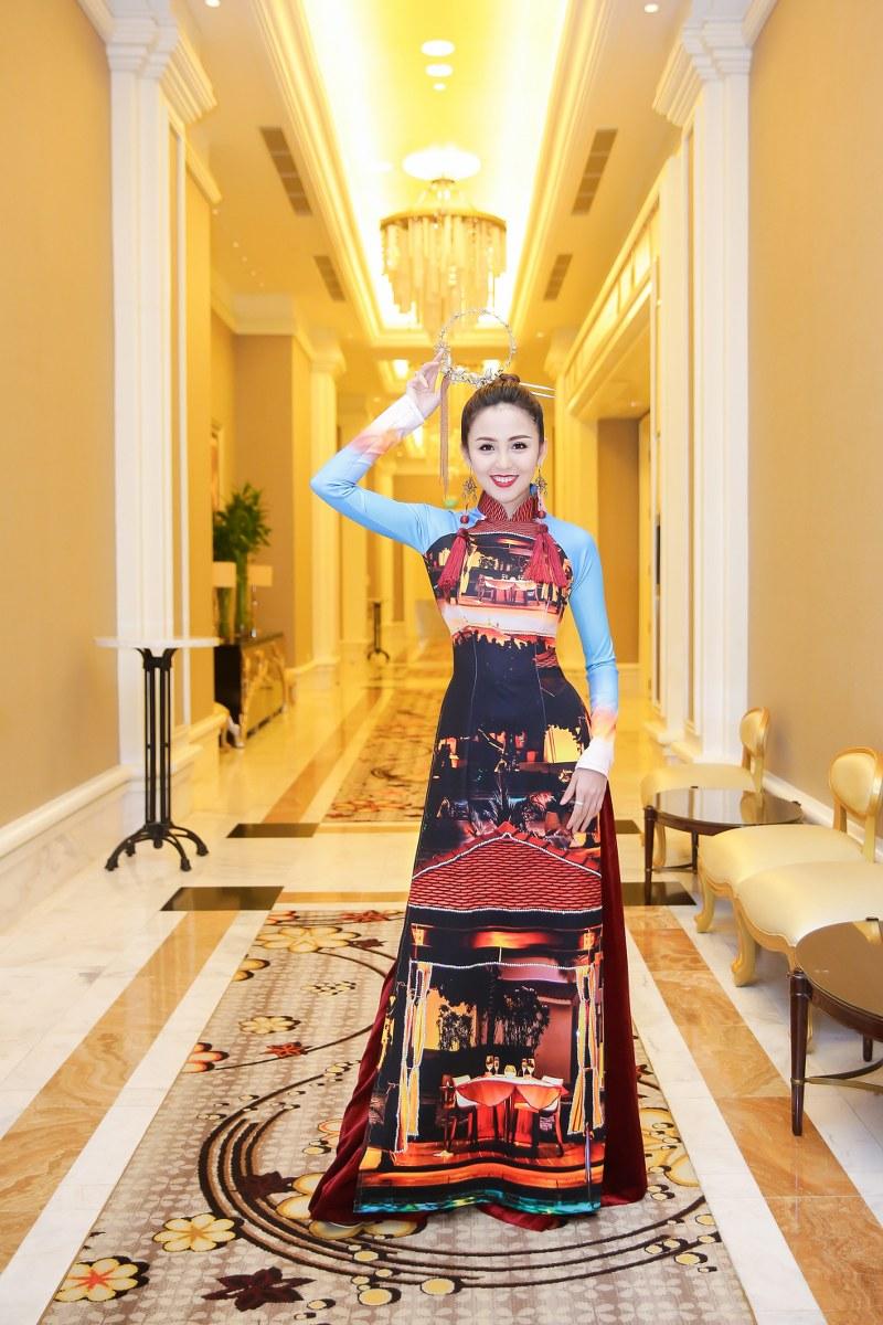 Hoa khôi Nam Bộ Hải Yến trong một mẫu áo dài đặc biệt của NTK Nhật Dũng