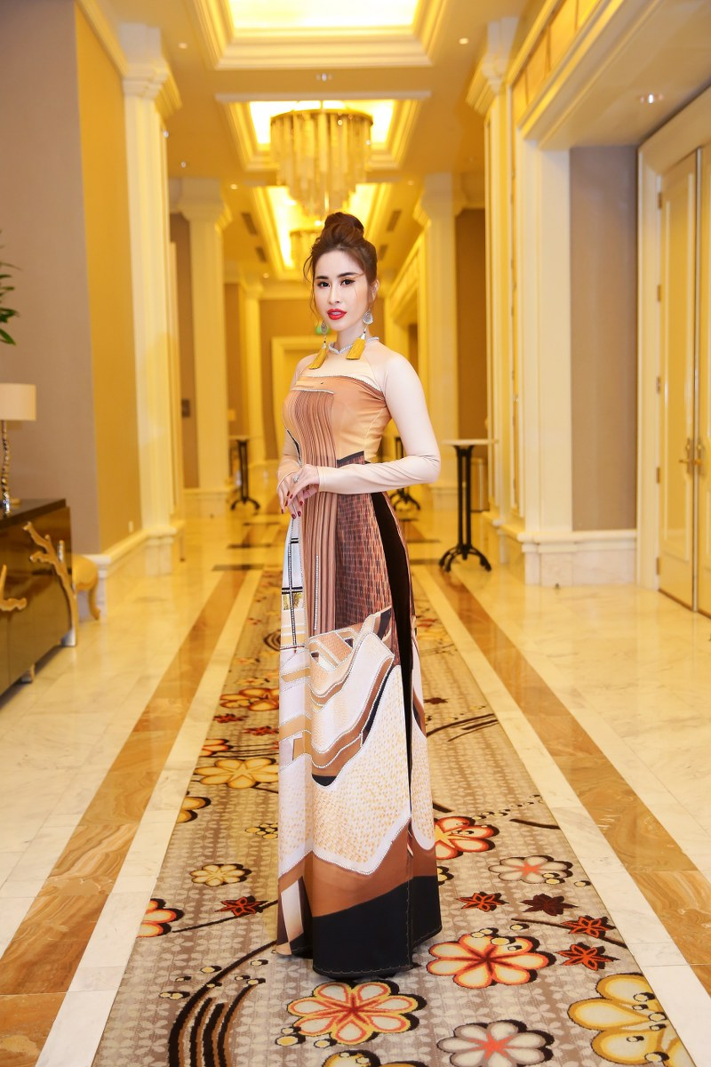 Hoa hậu Princess Ngọc Hân cũng xuất hiện trong đêm diễn. Cô diện mẫu gồm các hoạt tiết của kiến trúc nội thất độc đáo của Hồ Tràm