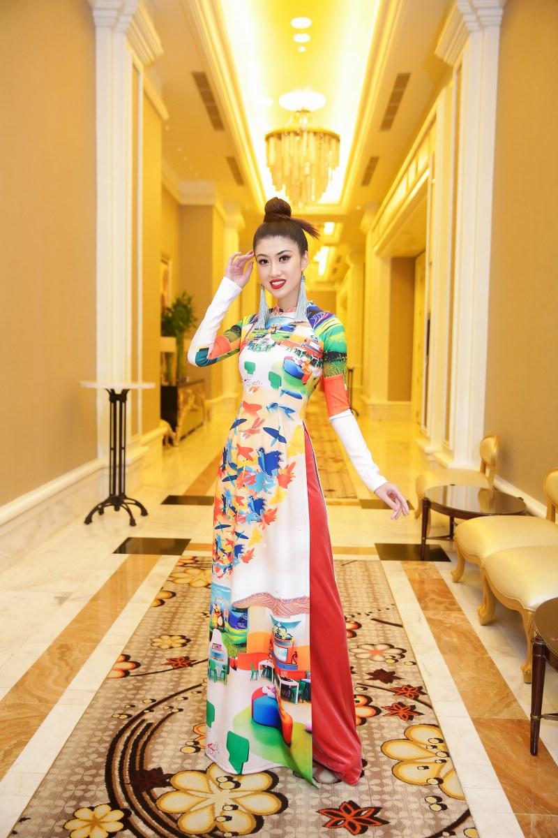 Những hình ảnh đặc trưng của Hồ Tràm xuất hiện trên tà áo dài Việt vô cùng ấn tượng