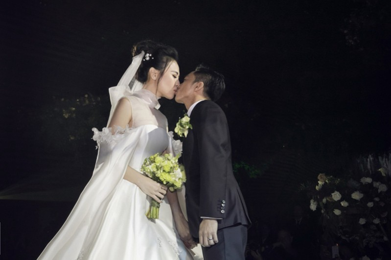 cuong_do_la_khoc_hon_dam_thu_trang_trong_le_cuoi_4_czwd.jpg