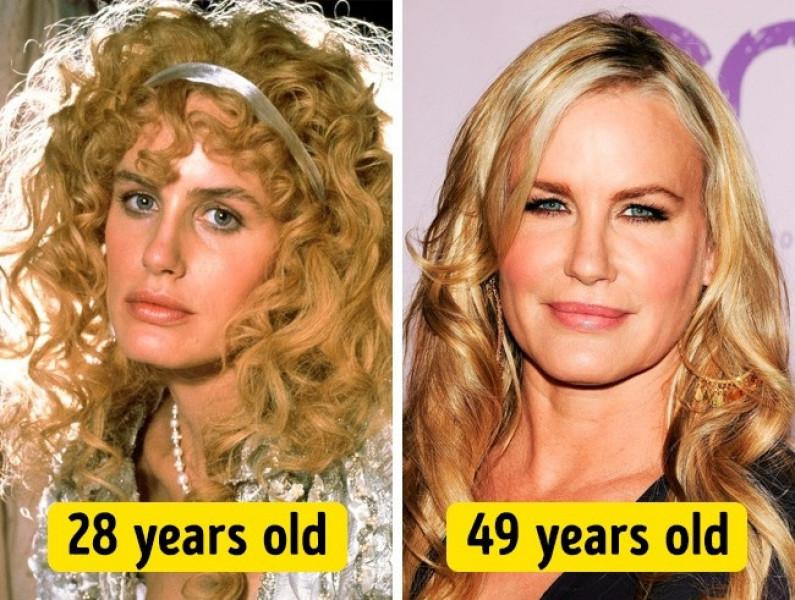 Mái tóc xoăn nhẹ của Daryl Hannah khiến cô trẻ trung hơn nhiều so với mái tóc xoăn xù năm 28 tuổi trước đây.