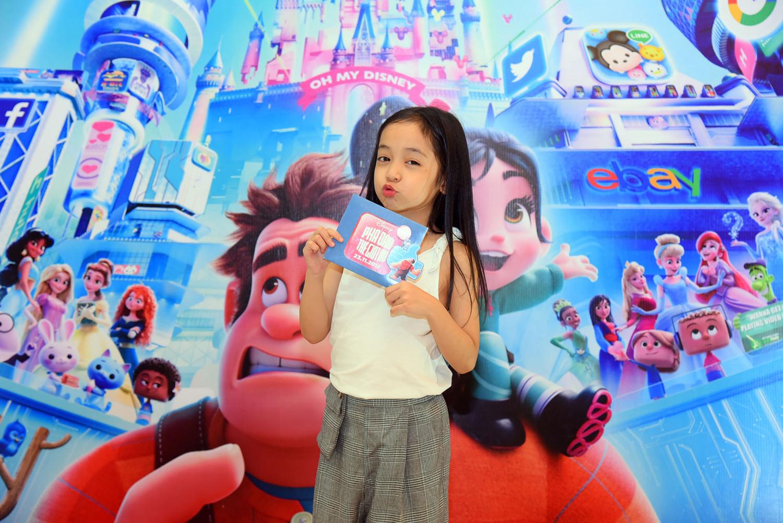 Diễn viên nhí Chu Diệp Anh tạo dáng dễ thương