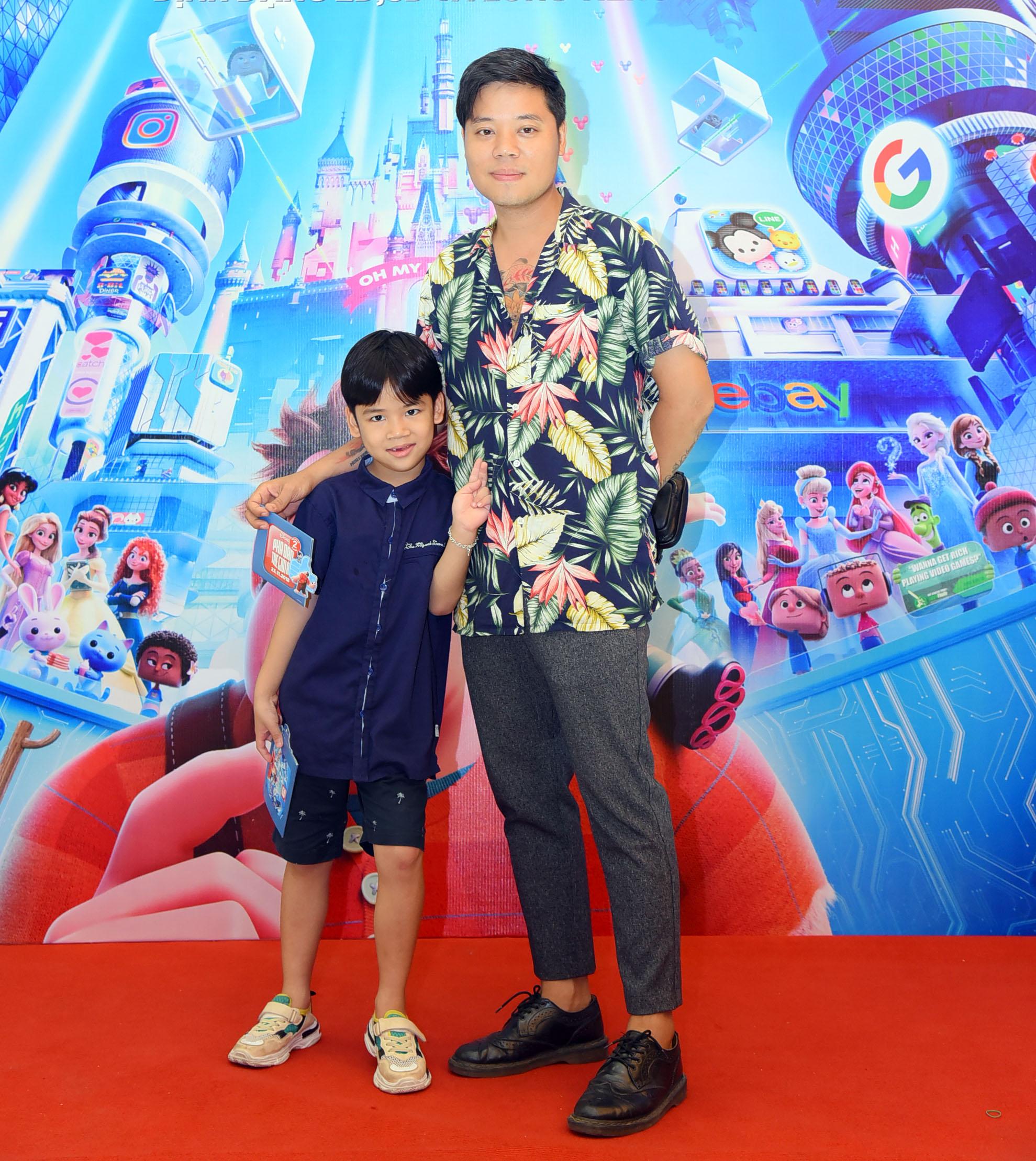 Ca sĩ Dương Trần Nghĩa và con trai