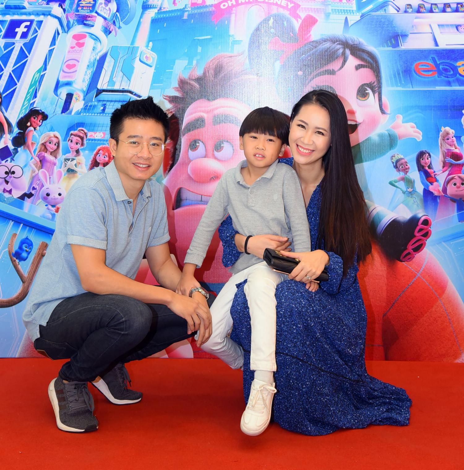 Vợ chồng Hoa hậu Quý bà Thế giới 2018 Dương Thùy Linh và con trai - bé Tót