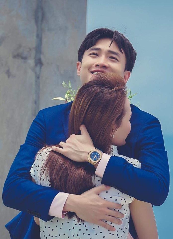 Diễn viên Quốc Trường (vai Vũ) đăng bức ảnh ôm Bảo Thanh (vai Thư) kèm status